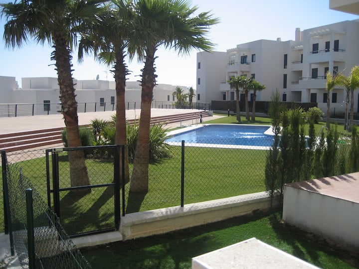Conil Deluxe |Ap. jardín privado,piscina y parking