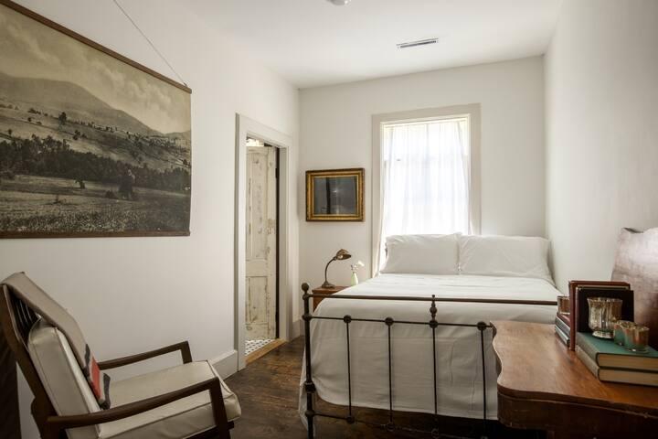 The DeWitt, Oak Hill: Room 47 - Oak Hill - Bed & Breakfast