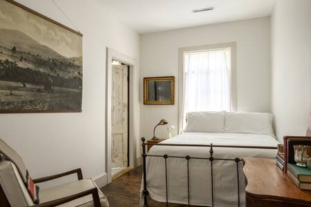 The DeWitt, Oak Hill: Room 47 - Oak Hill