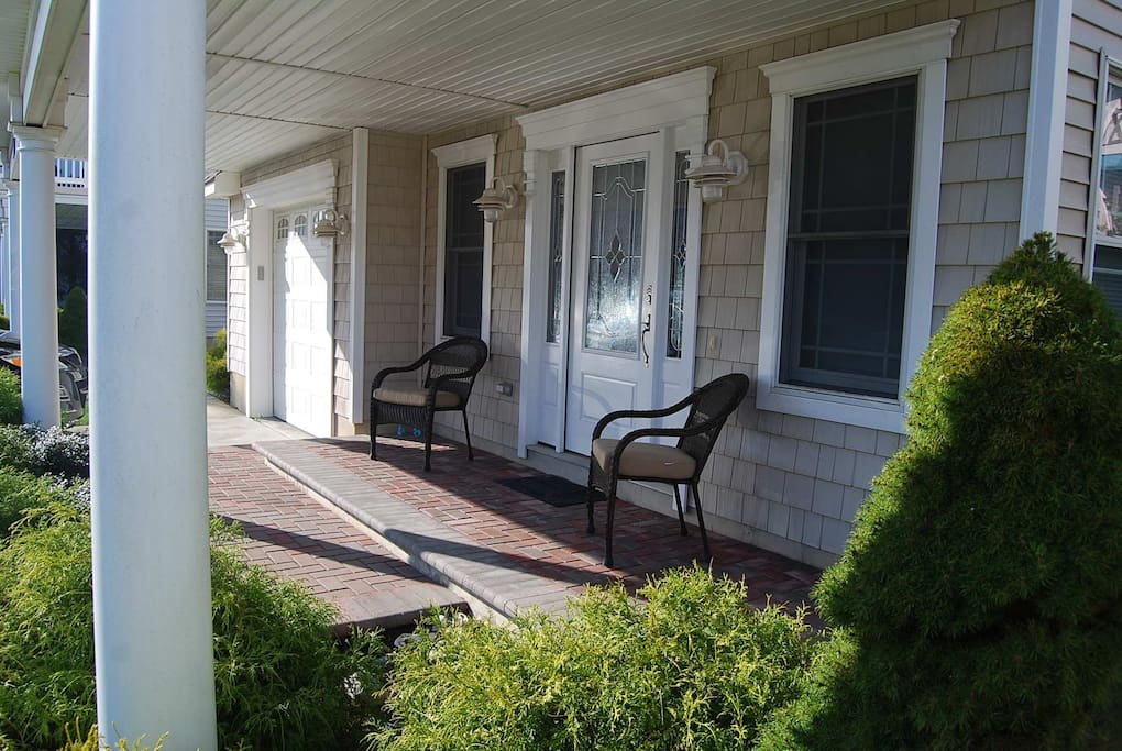 Great Front Porch. Also features 3 decks.
