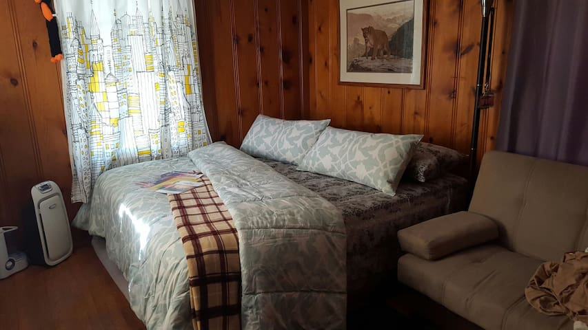 *NEW* Comfy master suite with Queen size bed.
