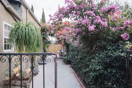 Private Relaxing Quiet Guest House - Los Angeles