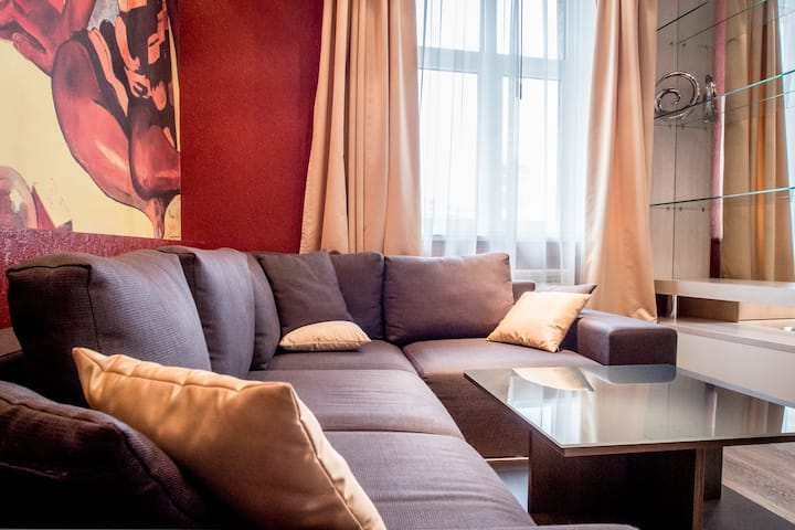 "★""GAUGUIN"" APARTMENT ON MAIDAN.GREAT CITY VIEW★"