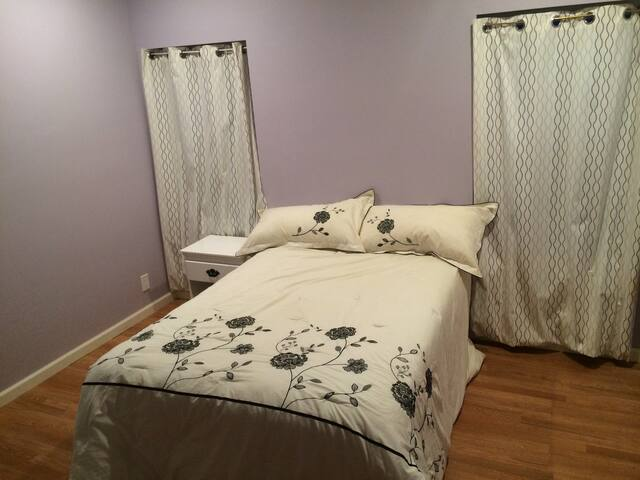 New Bedroom & Private Bathroom, great location