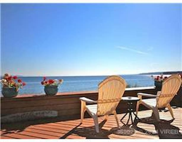 Sun, Sand, and Beach - Qualicum Beach - House