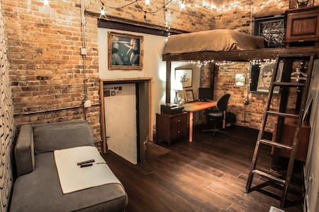 Private Entry room in Wicker Park Artist Loft - Chicago - Loft