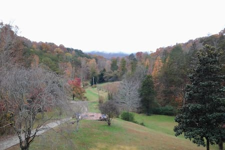 Mountain Hollow hide-away - Maryville