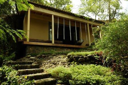 Santuario AVALON: Casa Satori - Tepoztlán - Blockhütte