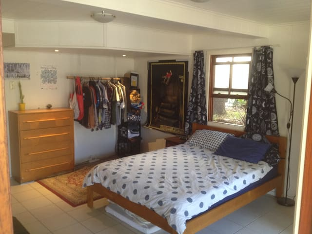 Lovely space w/ everything you need - Annerley - House