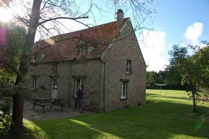 Cottage on a farm,10 mins to beach! - Saint-Nicolas-de-Pierrepont - Huis