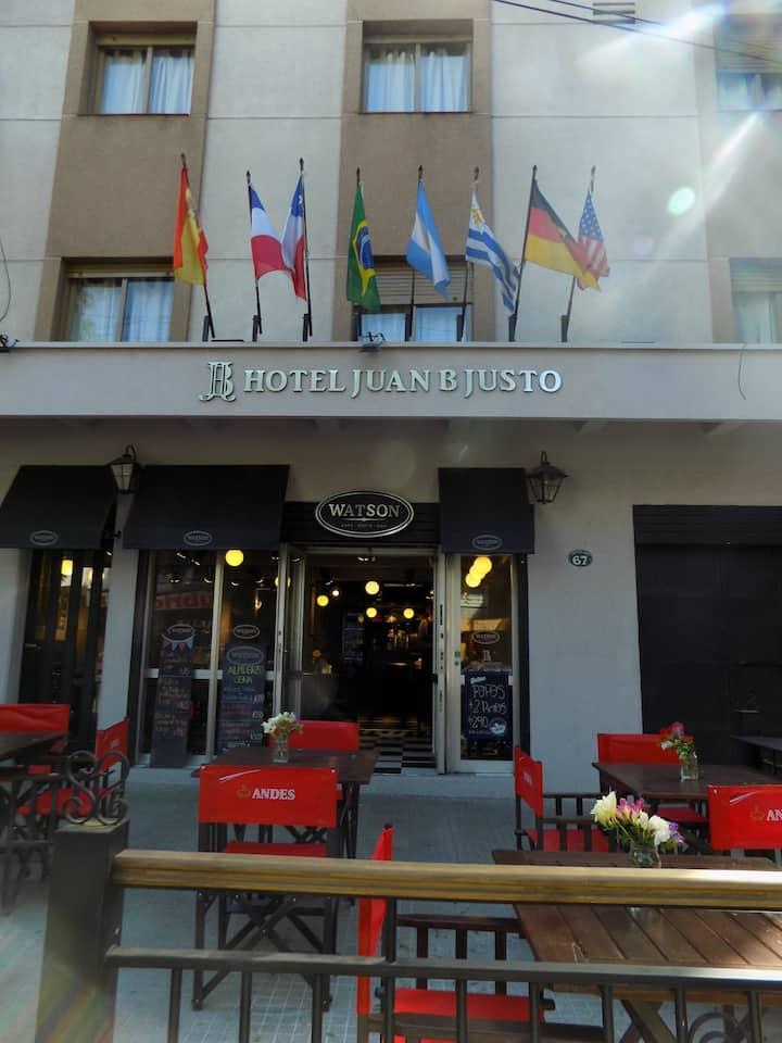 Hotel Juan B Justo comodidad y atención de calidad