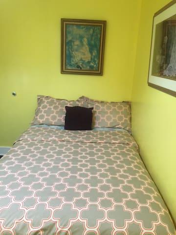 Frugal Room 4
