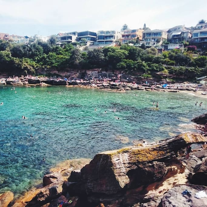 10 minute bus ride to the stunning Gordons Bay