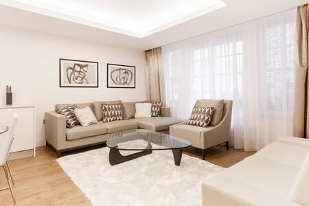 Large Duplex 2 Bed + 4 Sleeper Flat