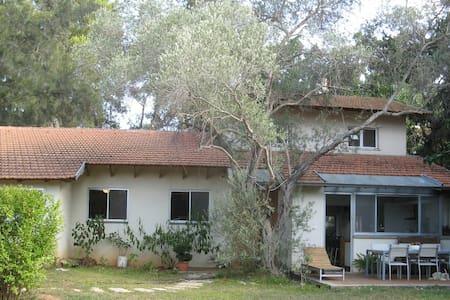 House in Tel Aviv's nicest suburb - Savyon
