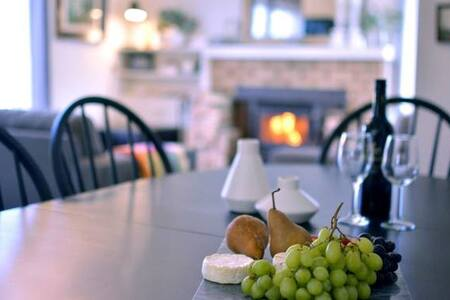 A Grape Escape- EASY WALK TO RESTAURANTS