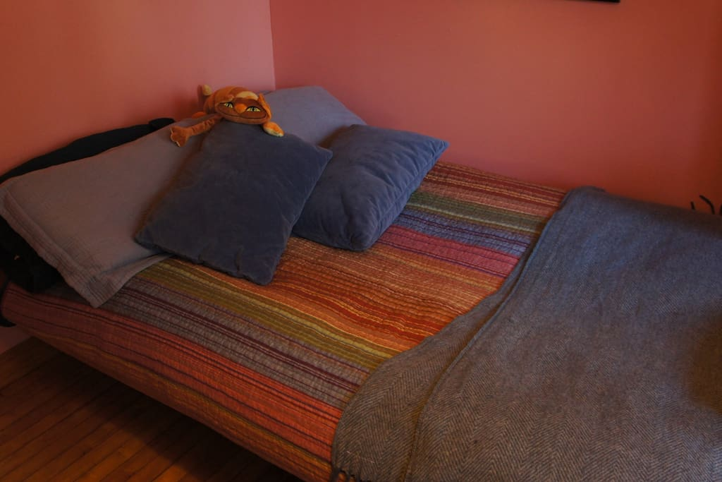 Full size futon bed