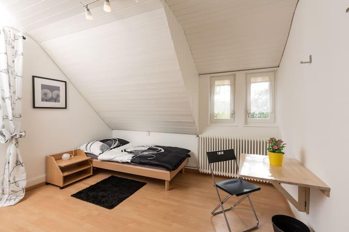 Zimmer in EFH in Aarau Rohr (3) - Aarau Rohr - Rumah