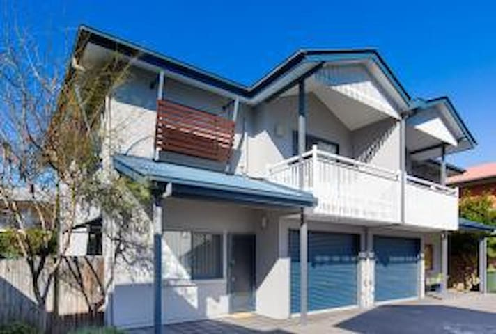 Balmoral - Immaculate. Central. - Balmoral - Townhouse