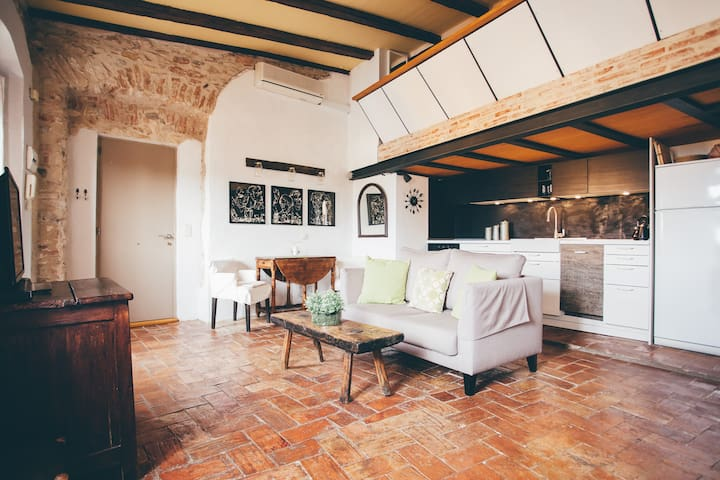 Romantic loft with sunny terrace - Begur