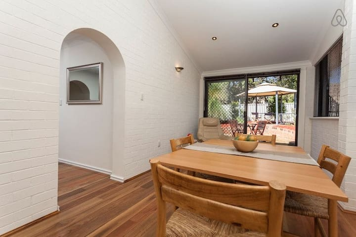 Attadale*Fremantle*Eco Friendly*2br Executive Villa