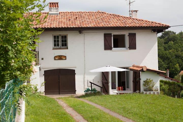 Villa les cygnes, mer et montagne - Saint-Jean-de-Luz - Talo