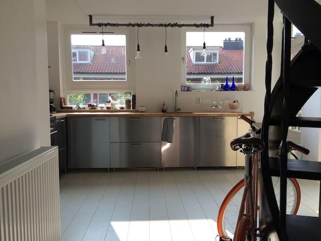 White spacious apartment, east Amsterdam (100m2) - Amsterdam - Condominium