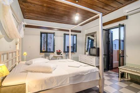 Welcome to our cozy Studios located in the heart of the old town of Chania, just 50 meters away from the old harbour. Because of its location our accommodation is the perfect starting point for all you activities in Chania.