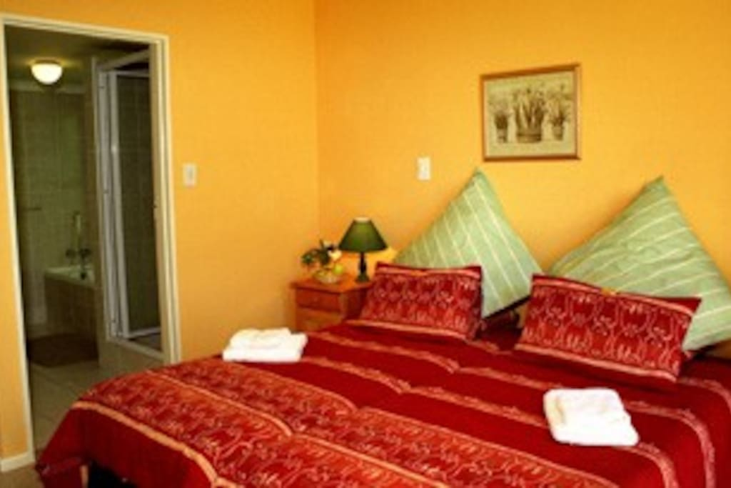 7 double rooms, 3 x 2-roomed family suites
