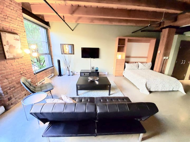🌆Unique Heritage Brick & Beam Loft in City Centre