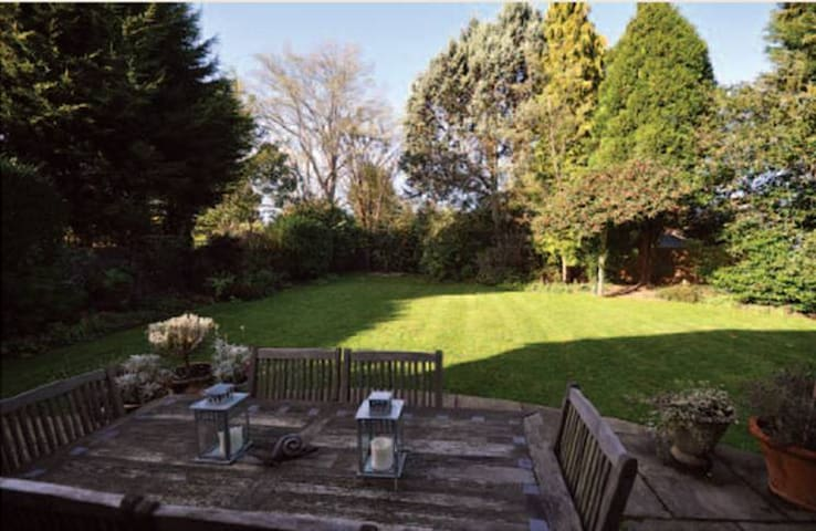 Double room 6 min walk from station - Farnham - Haus