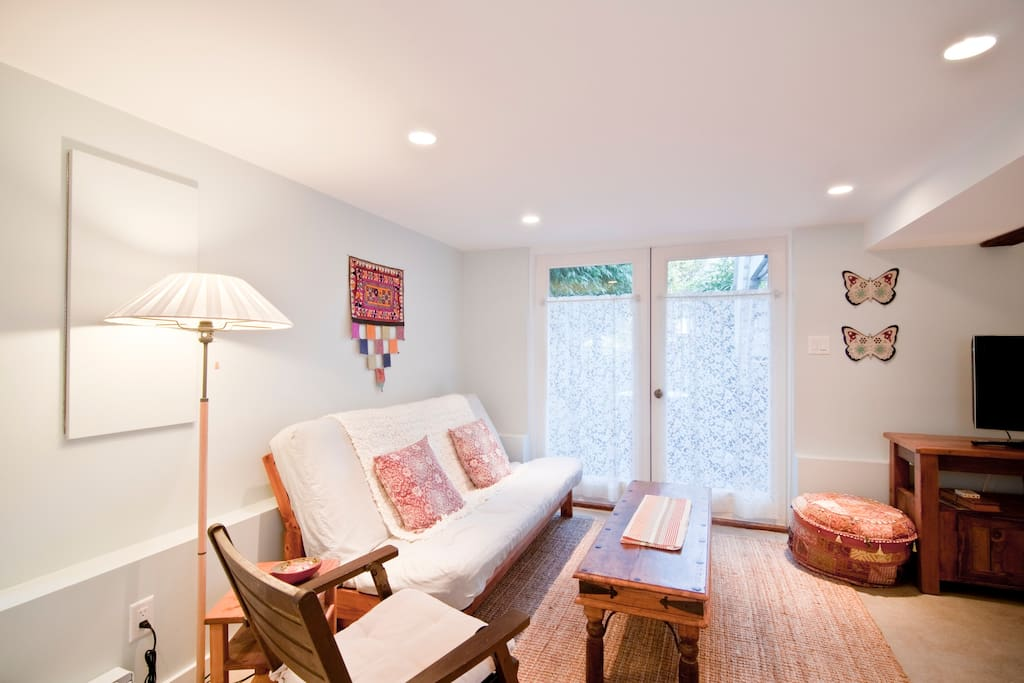 Cosy living room - futon opens into a double bed