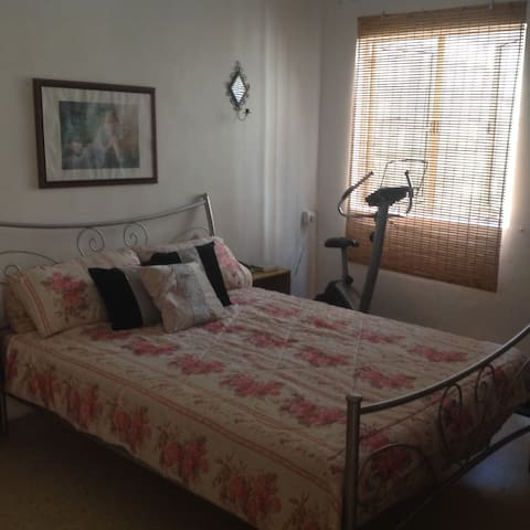 Spacious Apartment in Central Town - Naxxar - Apartment
