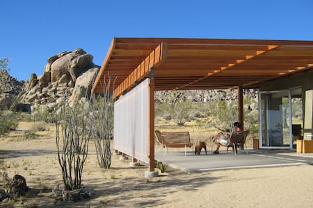 """Modernist Jewel"" on Park Border - Joshua Tree - Cabin"