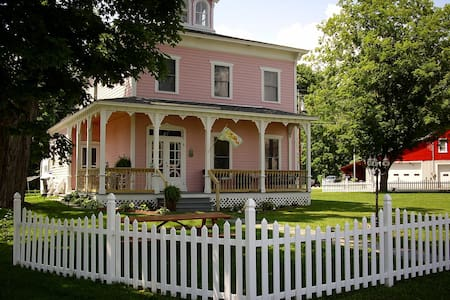 The Stella Rose Bed & Breakfast - Hartford