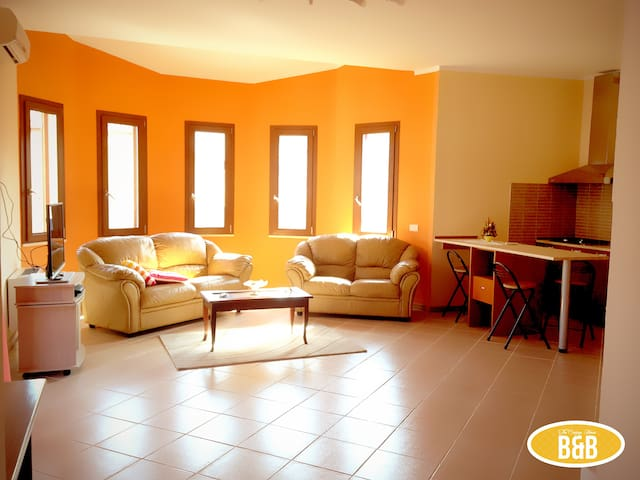 TheOrangeHouse-South Coast Sardinia - Assemini - บ้าน