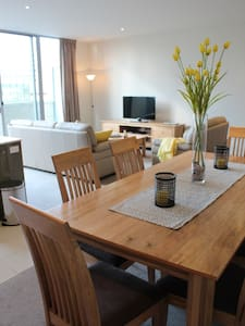 Metro 41 - With free Wifi and Parking - Canberra - Apartamento