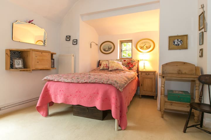 Charming room in great location
