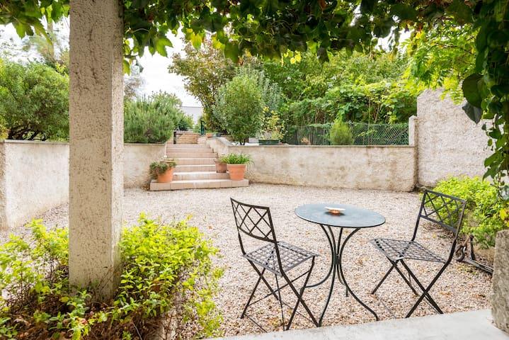 T2 Rez de jardin ds villa - Caluire-et-Cuire - Casa de camp