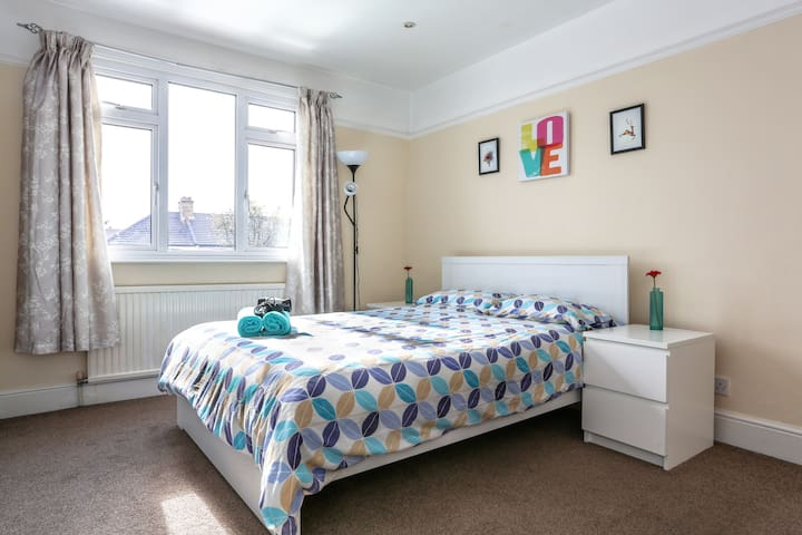 Lovely Room+FREE Parking Nice House - Ilford