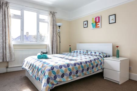 Lovely Room+FREE Parking Nice House - Ilford - Haus