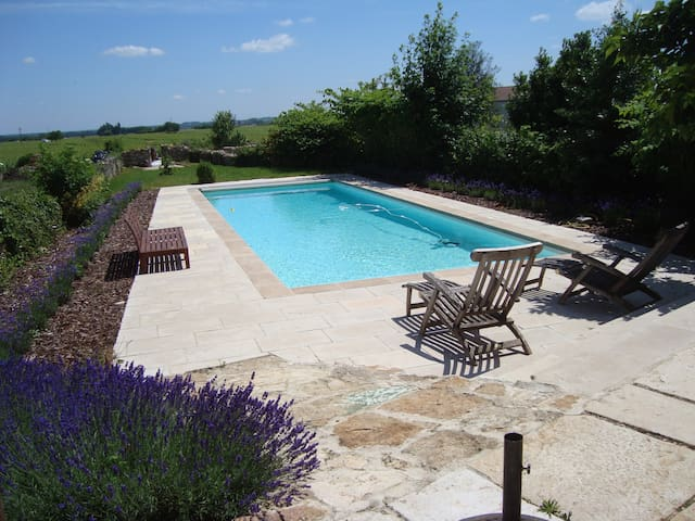Village home full of character, 4 bdrm heated pool - Meursault - Casa