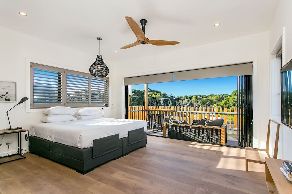 Master King Sized Bedroom & private deck x 1