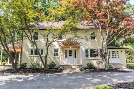 GORGEOUS LARGE HOME JUST RENOVATED! - Glen Mills