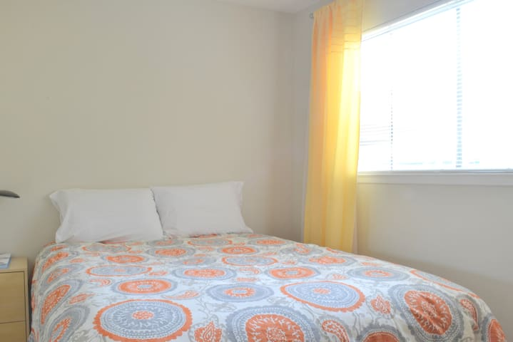 Private Bed with Bath - Mountain View - Daire