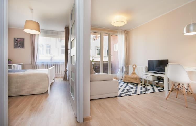 Room overview, bedroom and ivingroom