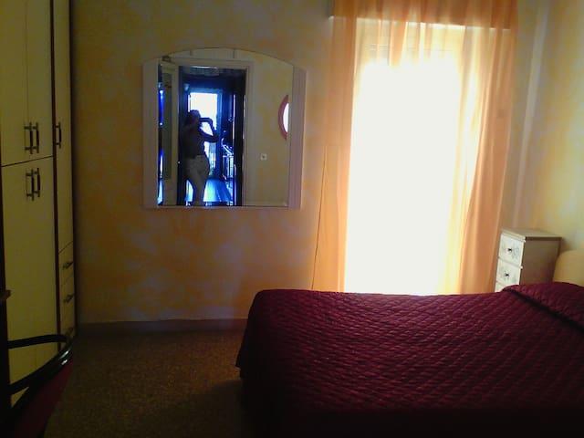 Comoda camera matrimoniale a Roma - Roma