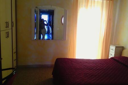 Accogliente camera matrimoniale a Roma - Roma - Apartamento