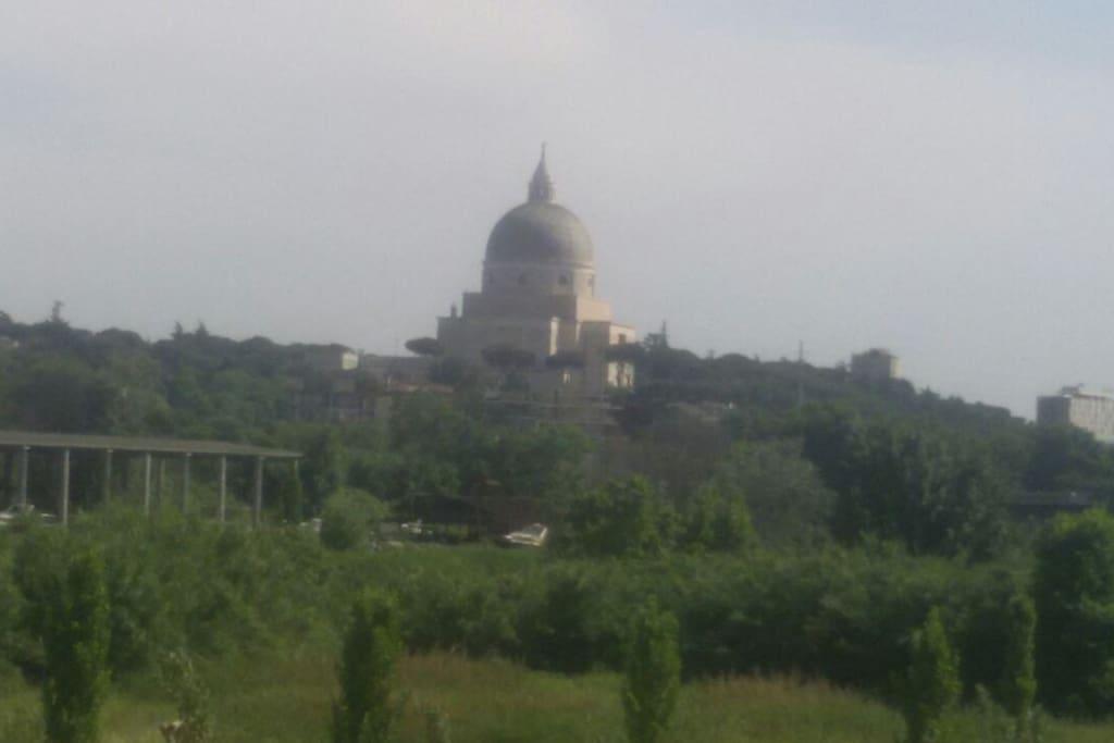 Il panorama della zona visto dalla terrazza dell'immobile
