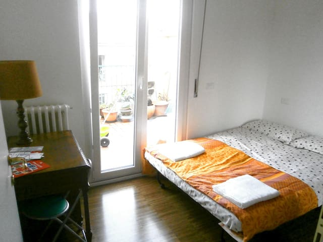 Little double room private bathroom. Wi Fi - Milano - Bed & Breakfast